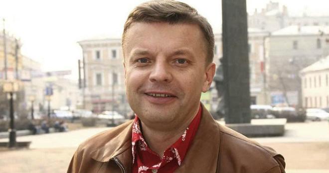 Леонид Парфенов поделился радостной новостью: телеведущий впервые в 58 лет стал дедушкой