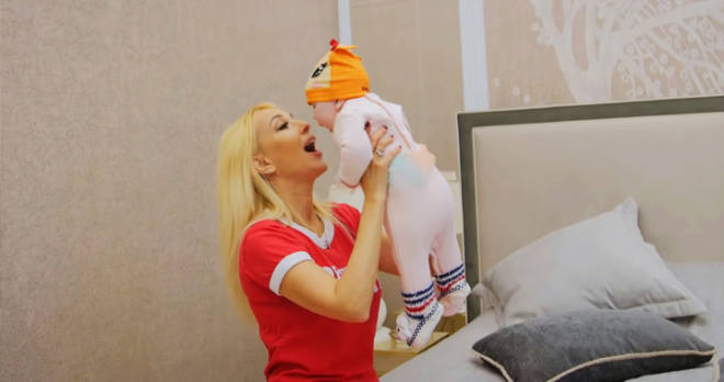 Трехмесячная дочь Кудрявцевой и непубличный сын Меладзе снялись в новом клипе Дениса Клявера