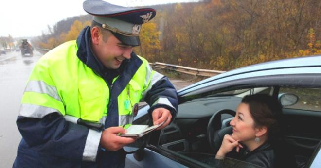 6 хитрых вопросов инспектора, на которые водителю лучше не отвечать