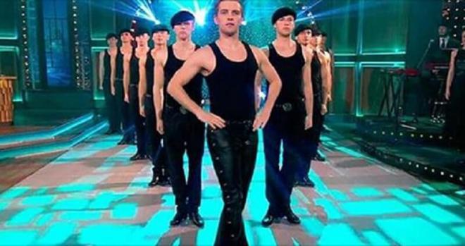 Без преувеличения , эти ребята — Боги танца.