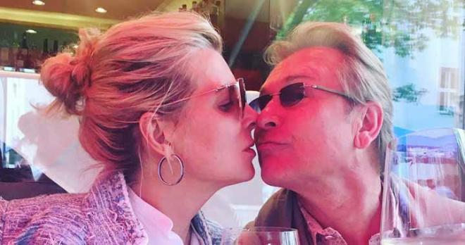"""""""Волочкова нервно курит"""": моложавая жена Малинина затмила красотой и изяществом известную балерину"""