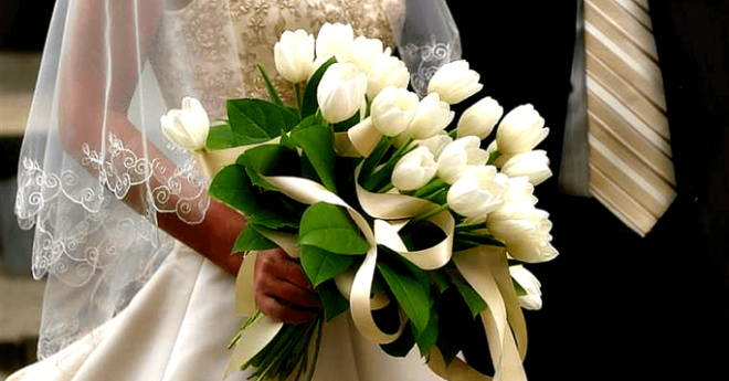 Он протянул букет тюльпанов: «Это вам!» Катя улыбнулась: «Какой вы классный…»