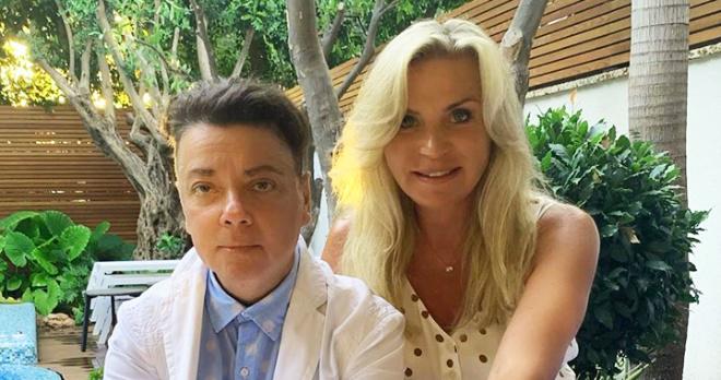 Супруга Юдашкина продемонстрировала свой урожай и огромный особняк стоимостью в 200 миллионов рублей