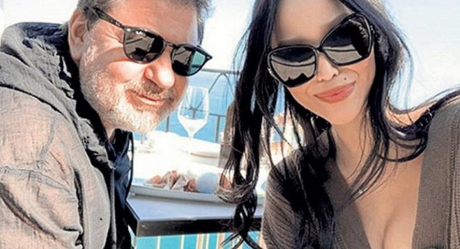 Александр Цекало и Дарина Эрвин забирают из ресторана остатки ужина домой