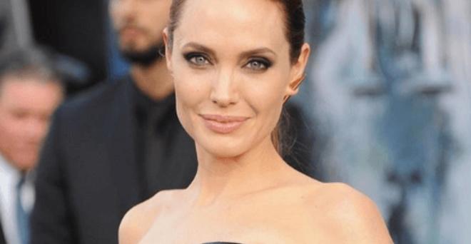 Анджелина Джоли поправилась и восхитила своими формами публику