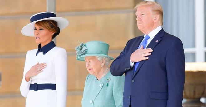 Меланья Трамп покорила своим нарядом Букингемский дворец