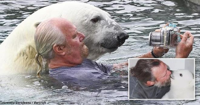 Мужчина уже 23 года дружит с белым медведем. Они даже плавают вместе!