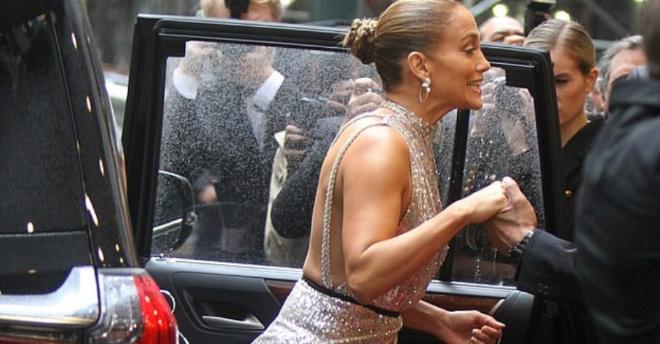 50-летняя Дженнифер Лопес потрясла «блестящим выходом»