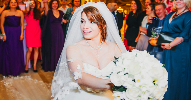 Дочь Сябитовой готова выйти замуж за мужчину, который подарит ей авто, но не скоро обрадует мать внуками