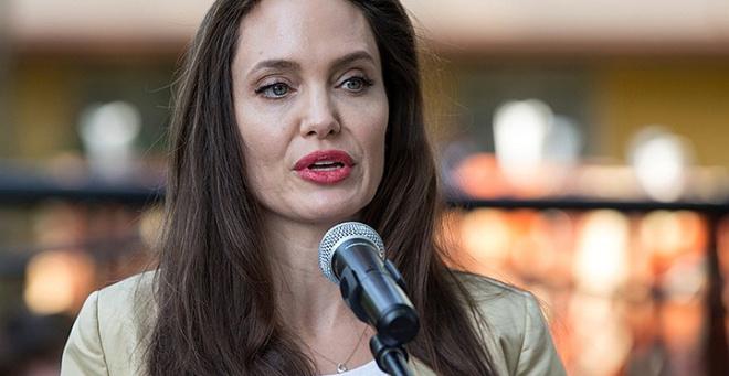 Анджелина Джоли набрала килограммы и привела всех в восторг своими округлыми формами