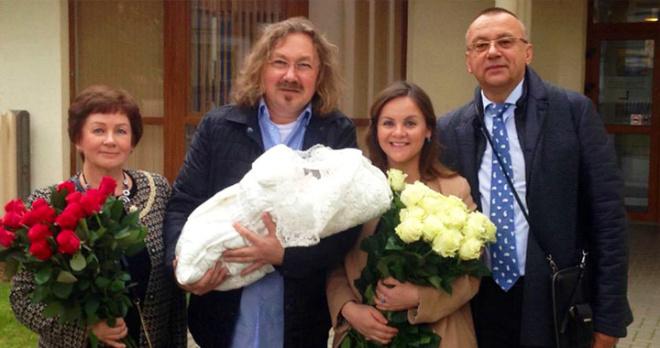 Радость в семье Игоря Николаева: у крохи-дочери композитора неожиданно появилась младшая сестренка
