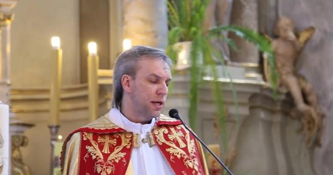 Белорусский священник спел «Аллилуйя» на венчании