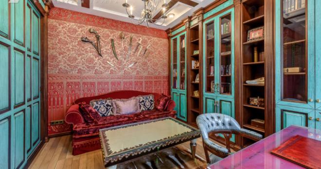 В Екатеринбурге за 26 млн продают квартиру с зимним садом и золотой стеной