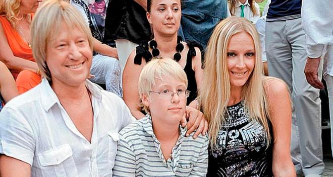 «Вылитый папа в молодости»: фанаты в восторге от подросшего сына Дмитрия Харатьяна
