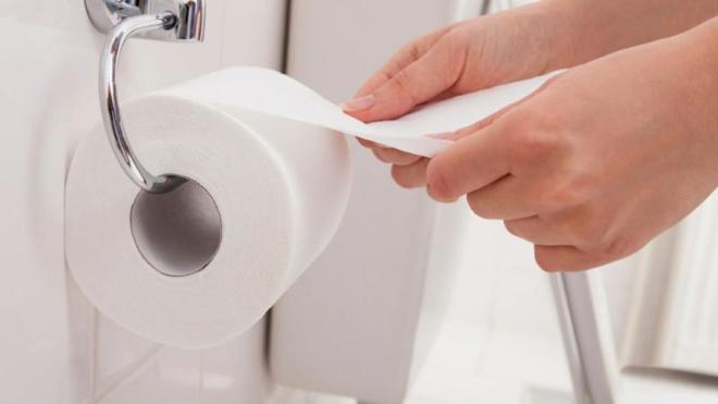 У подруги в туалете всегда приятный запах, а всего-то нужен рулон туалетной бумаги