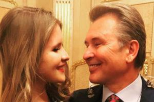 Дочь пошла по стопам знаменитого отца: фанаты в восторге от голоса Устиньи Малининой