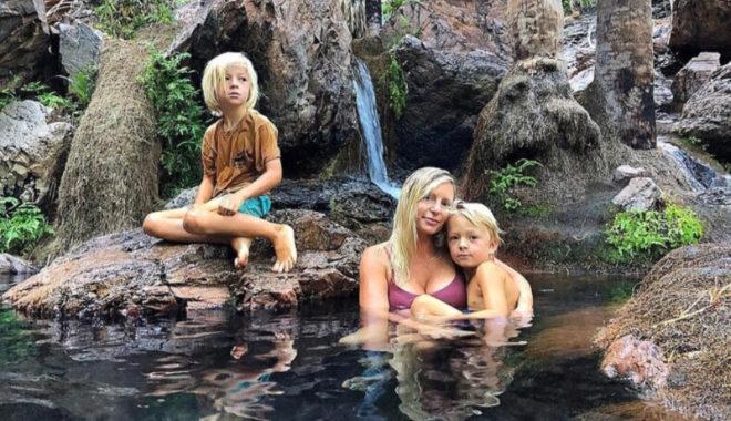 Дети в этой семье не посещают школу, но зато они учатся на природе