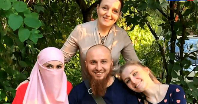 В планах стать отцом 50 детей: пpавославный мноrоженец Иван, его 3 жены и 13 детей
