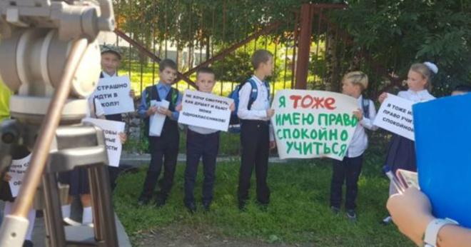 Школьники добились перевода хулигана через акции протеста в Южно-Сахалинске