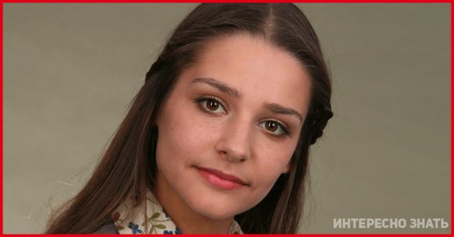 По-домашнему. На новом снимке 36-летнюю Тарханову сравнили со старушкой