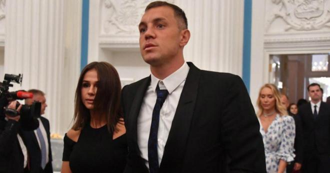 Жена футболиста Дзюбы подает на развод