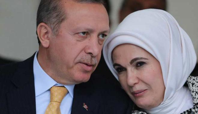 «Стыдно должно быть!»: Почему весь мир смеется над женой Эрдогана