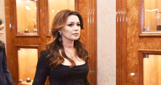 Анастасия Заворотнюк активно выздоравливает, перестала прятаться дома и уже выходит дышать свежим воздухом: СМИ
