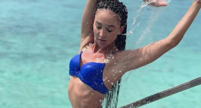 Бузову тайком сняли на Мальдивах, и реальные фото в купальнике оказались далеки от её инстаграма