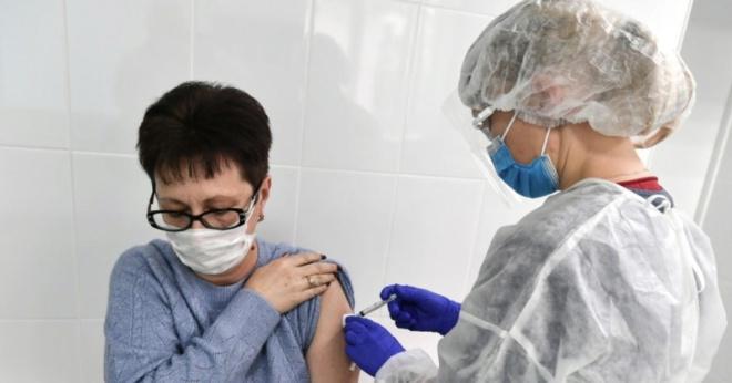 Пункт о вакцинации предложили включить в трудовой договор