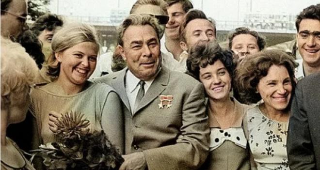 Правда ли, что 164 миллиона человек бесплатно получили жилье за время работы Брежнева на посту Генсека?