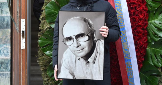 Андрея Мягкова проводили в последний путь, но его горюющая вдова Анастасия Вознесенская не пришла
