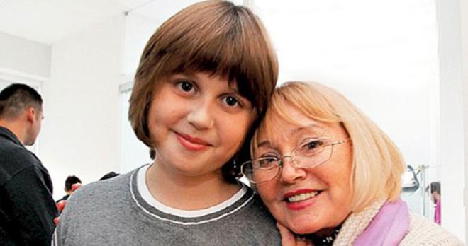 «Поправляйся. Мы тебя ждем»: в Сети появился снимок Анастасии Заворотнюк, которая восстанавливается после лечения