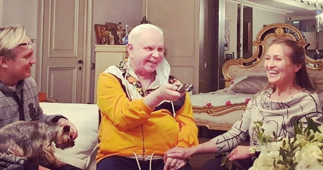 Перенесший инсульт Борис Моисеев отметил день рождения в кругу друзей: свежие фото тяжелобольного артиста
