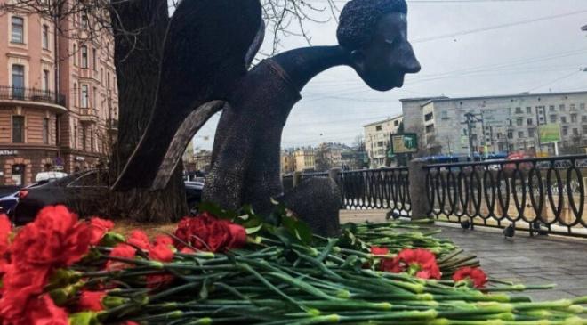 Памятник погибшим от ковида медикам