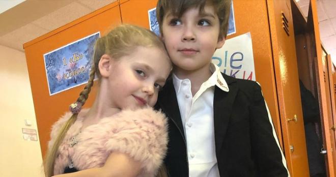 Пугачеву обвинили в использовании «фанеры», Галкин рассказал кто заменяет их детям бабушку и дедушку