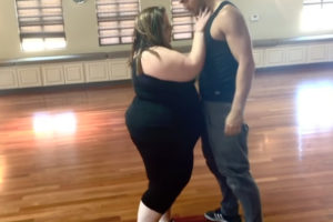 Заводной танец «WiggleWiggle» от пикантной толстушки без комплексов!