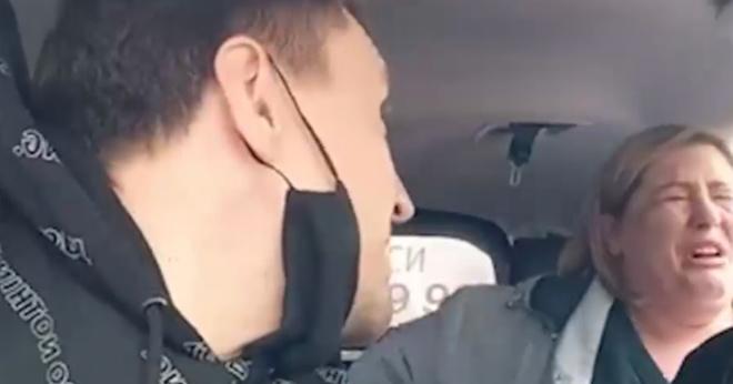Москвичка вызвала полицию к таксисту, из-за которого ее сын опоздал на выпускной