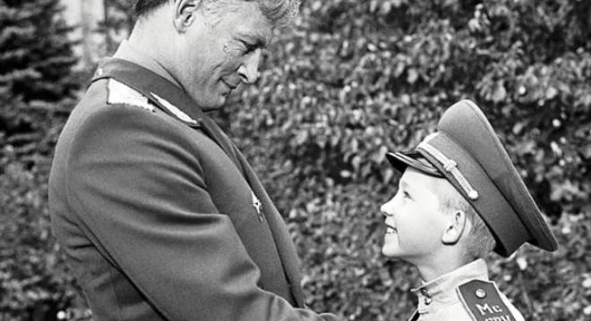 Удивительная судьба внука Вани из фильма «Офицеры», который в 57 лет дослужился до звания выше, чем у своего «деда»