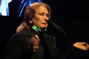 Ирина Алферова в слезах на прощании с Владимиром Качаном, вдова едва ли держалась на ногах от горя