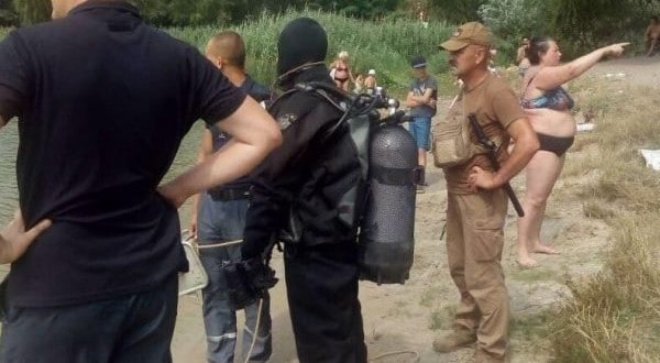 Женщина два часа наблюдала за водолазами, которые искали её в реке